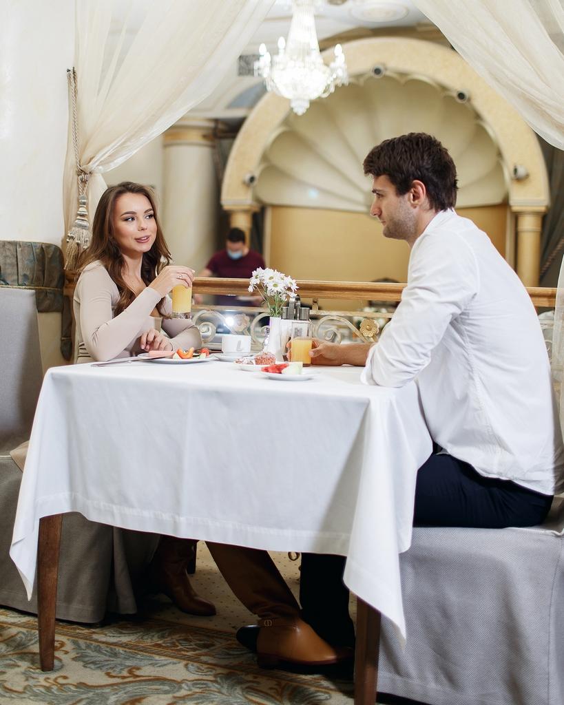 Ресторан «Украина» приглашает провести новогодний корпоративный вечер